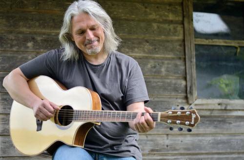 akustik-gitarre-spielen-lernen-mit-bernhard-galler